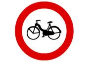 R-105. Entrada prohibida a ciclomotores