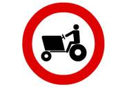 R-111. Entrada prohibida a vehículos agrícolas de motor