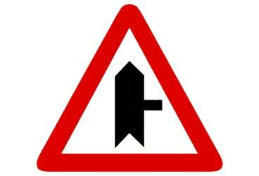 P-1a. Intersección con prioridad sobre vía a la derecha