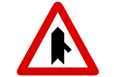 señal P-1c Intersección con prioridad sobre incorporación por la derecha